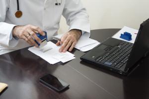 Lekarze nagminnie popełniają te błędy przy wystawianiu recept LISTA