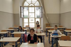 Zespół PAN ds. Covid-19 alarmuje: w szkołach przed Deltą trzeba chronić się inaczej REKOMENDACJE