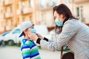 Prof. Tomasiewicz: nie należy straszyć kolejnymi wariantami wirusa SARS-CoV-2