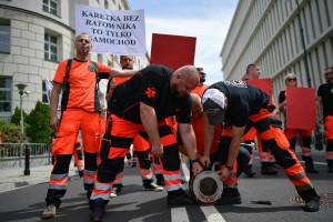 Medycy o zarobkach ministra Niedzielskiego: nikomu nie uratował życia