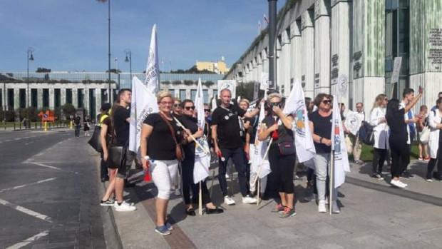Personel pomocniczy na proteście 11 września/ Fot. Krystian Kraskowski