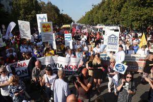Opiekun medyczny to nie salowy. Oni też protestowali w Warszawie. O co walczą? LISTA