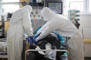 Koronawirus w Polsce. Raport MZ z 13 września. Gwałtownie rośnie liczba hospitalizacji