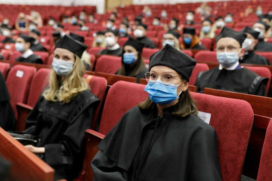 120 nowych doktorów habilitowanych i doktorów nauk medycznych i farmaceutycznych na WUM