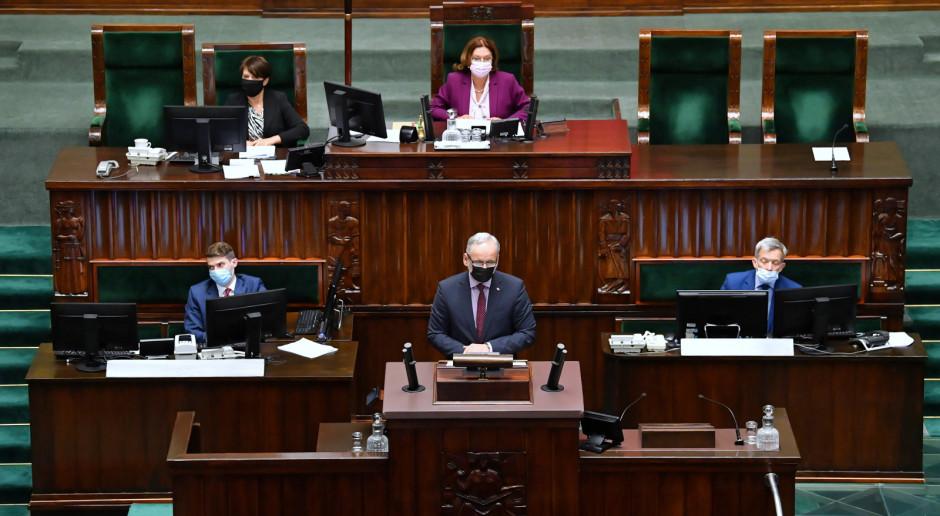 Adam Niedzielski w Sejmie o proteście i postulatach protestujących. Medycy odpowiadają