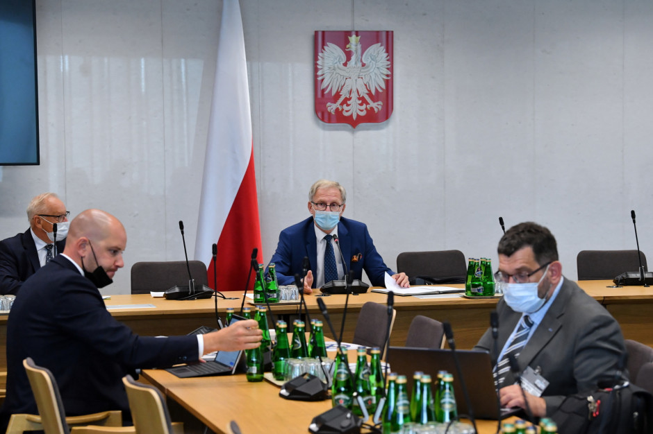 Sejmowa Komisja Zdrowia udrzuca poprawkę Senatu przyspieszającą wzrost nakładów na zdrowie