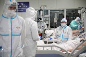 Szczepienie przeciw COVID-19 im nie pomogło, zachorowali. Ile jest takich osób w Polsce?