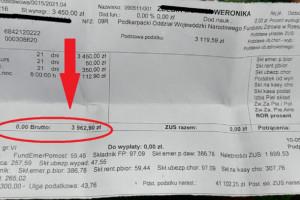 Pielęgniarka pokazała pasek z wypłaty na proteście. Wcześniej zrobiły to jej koleżanki