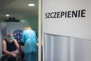 Trzecia dawka wszystkim jak leci. Sprawa dotyczy szczepienia w poznańskim szpitalu