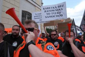 """Burza wokół porozumienia części ratowników z MZ. """"Protest trwa, niczego nie podpisaliśmy"""""""