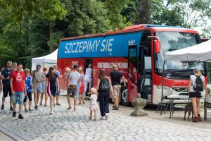 Już ponad 19 mln Polaków jest w pełni zaszczepionych. Trzecia dawka będzie też dostępna