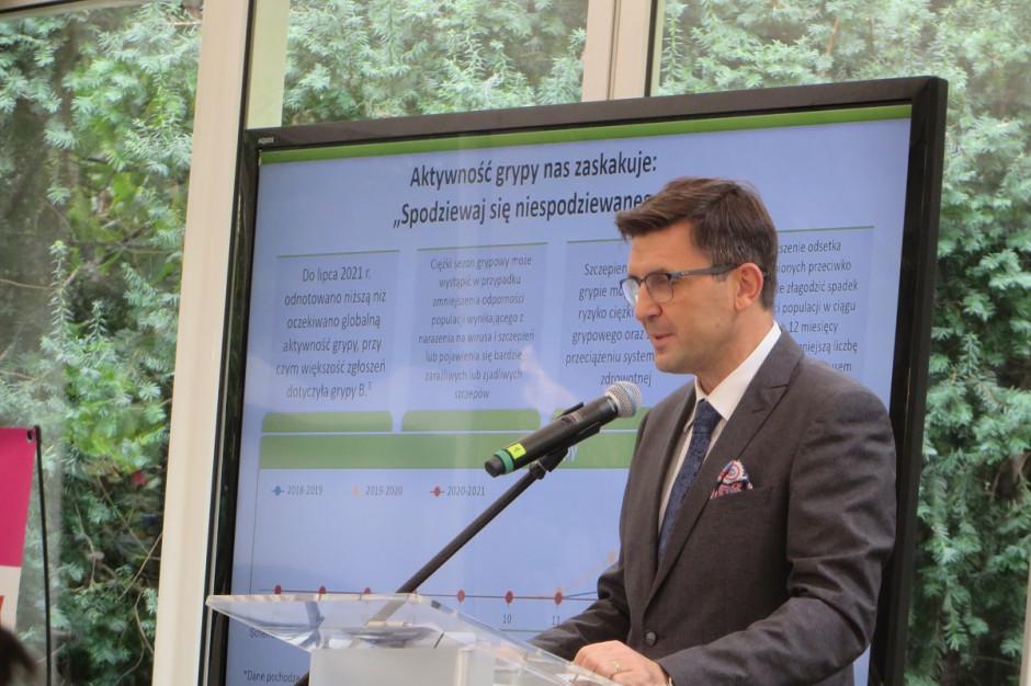Ernest Kuchar: rekomendujemy szczepić przeciw grypie i COVID-19 w trakcie jednej wizyty