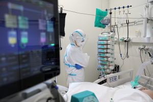 Koronawirus. 24 września o 25 proc. zakażeń więcej. Niebezpiecznie rośnie liczba hospitalizacji