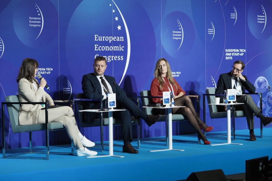 """Podczas sesji """"Oblicza rozwoju innowacyjnych technologii medycznych"""" w ramach XIII Europejskiego Kongresu Gospodarczego (EEC 2021) FOT. PTWP"""