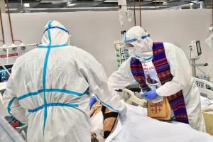 Naukowcy z PAN ostrzegają: czeka nas nawet 40 tys. zgonów z powodu COVID-19