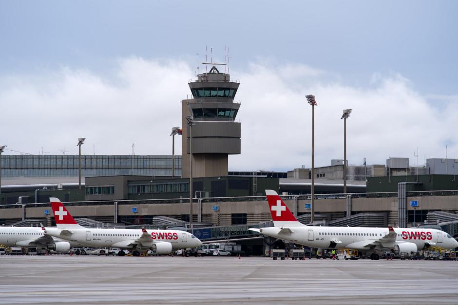 Linie lotnicze zwolnią niezaszczepionych pracowników pokładowych