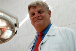 Chirurgiczna asysta lekarza. Prof. Wallner o specjalizacji: Pragnę rozwiaćwątpliwości sceptyków