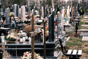 Cmentarze 1 listopada będą otwarte czy zamknięte? Niedzielski komentuje