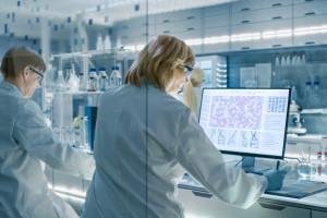 EMA ocenia wniosek o dopuszczenie leku w covid-19. To lek węgierskiego producenta