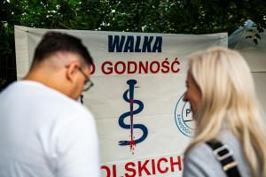Protestujący medycy nie przyjdą na piątkowe rozmowy trójstronne