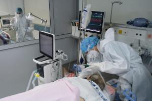 MZ ma czarny scenariusz pandemii. To 20 tys. hospitalizacji na koniec roku