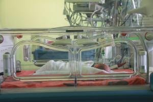 Wirus RSV. Jak wyglądają objawy u dzieci? Jest szczególnie groźny dla wcześniaków