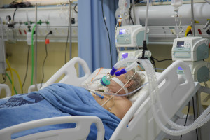 """Interferon w leczeniu chorych na COVID-19. """"Lancet"""" publikuje wyniki badań"""