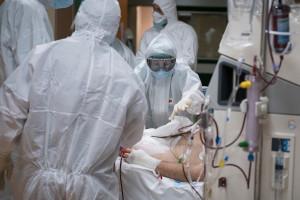 Nawet 180 tys. zgonów przez koronawirusa wśród pracowników ochrony zdrowia. Jest raport WHO