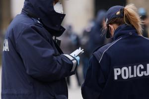 Mandaty za brak maseczki. W kolejnym mieście policja rozszerzyła kontrole. Kary nawet do 5 tys. zł