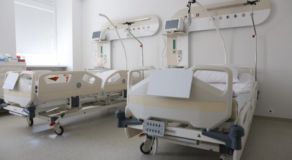 Ankieta oceny pobytu w szpitalu dzieli środowisko